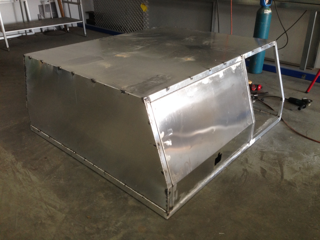 The aluminium camper box cald with 2.5mm sheets.